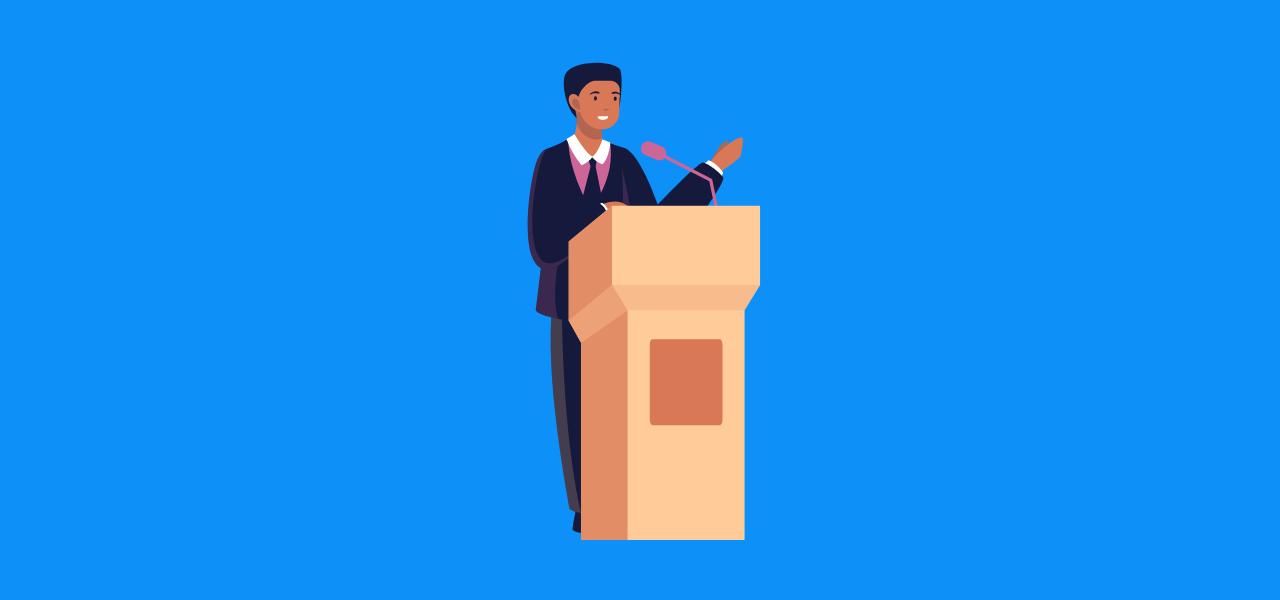 Politiker taler bak podium.